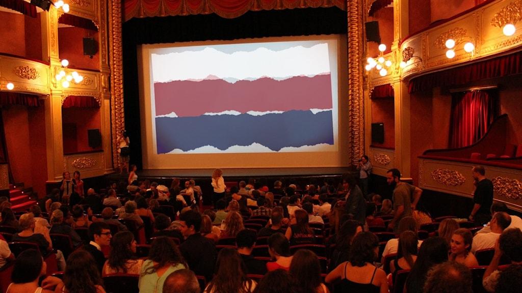 En filmfestival med ryska flaggan.
