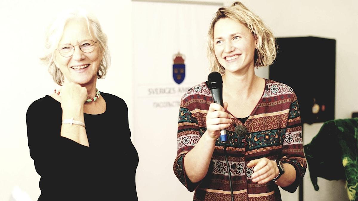 på Jujja Wieslander och hennes belarusiska översättare Nadja Kandrusevitj-Sjidlovskaja