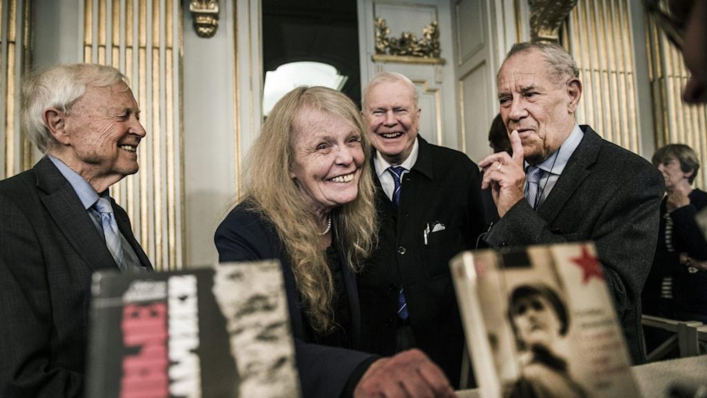 Från vänster: Akademiledamöterna Sture Allén, Kristina Lugn, Kjell Espmark och Per Wästberg efter tillkännagivandet att Svetlana Aleksijevitj får 2015 års Nobelpris i litteratur.