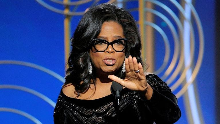 Oprah Winfrey håller sitt tacktal under Golden globe-galan.