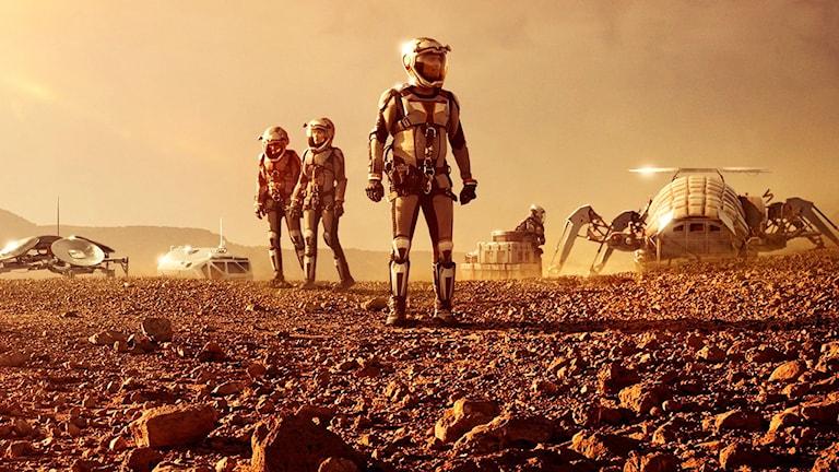 Bilden föreställer en besättning i tv-serien Mars