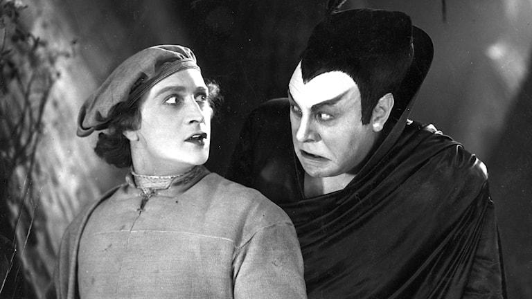 Så här kunde en pakt se ut förr: Faust och Mephisto 1926