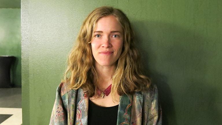 """Fanny Ovesen som fick Anna-priset på Stockholms Feministiska Filmfestival för filmprojektet """"Laura"""". Foto: Björn Jansson/Sveriges Radio."""