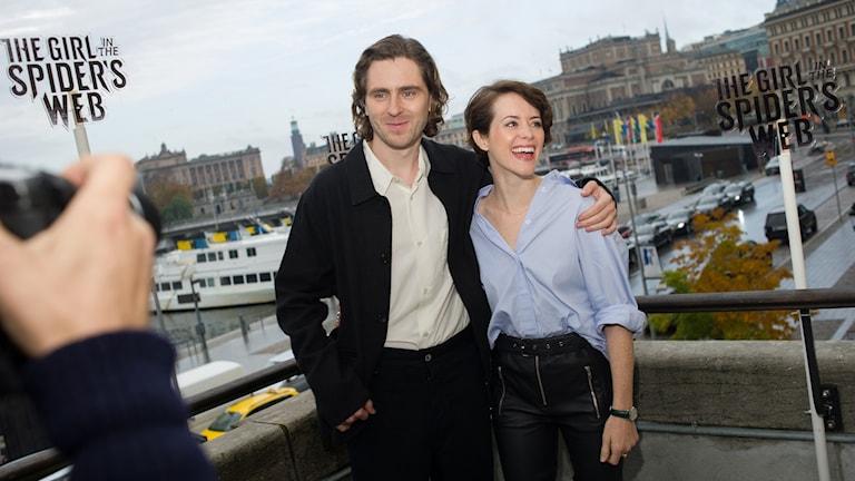 Sverrir Gudnason gör Mikael Blomkvist och Claire Foy gör Lisbeth Salander i The girl in the spider´s web. Foto: Ivan da Silva.