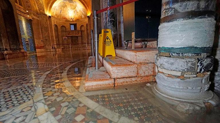 Michelle Obamas biografi och Markuskyrkan i Venedig har börjat repareras
