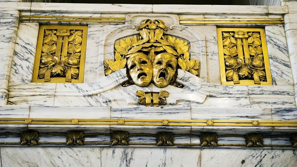 Bild på teatermasker.