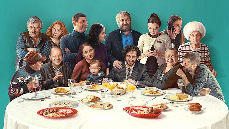 Familjen i filmen Sieranevada äntligen samlad med hjälp av ett fotocollage.