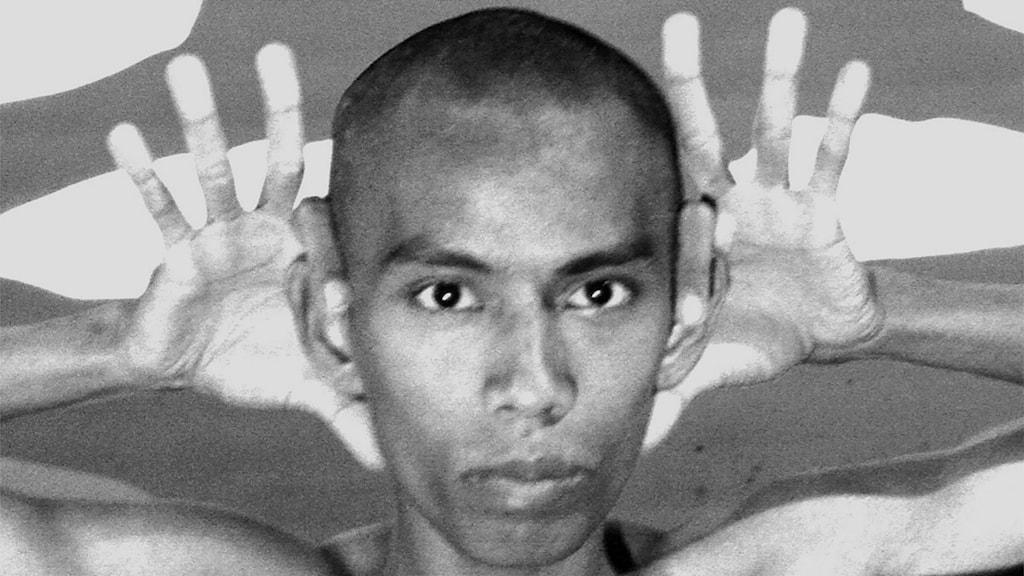 Moe Satt från Burma arbetar med handens rörelser.