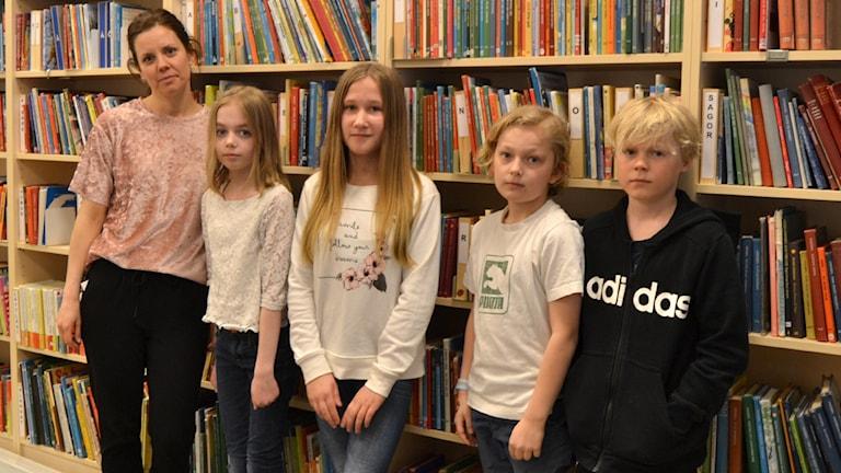 Lotta Blombäck, Linn Danell, Ingrid Hugoson, Vidar Dahl Norsten, Arvid Andersson Lind, Östermalmsskolan, Umeå. Foto: Peter Öberg, Sveriges Radio.