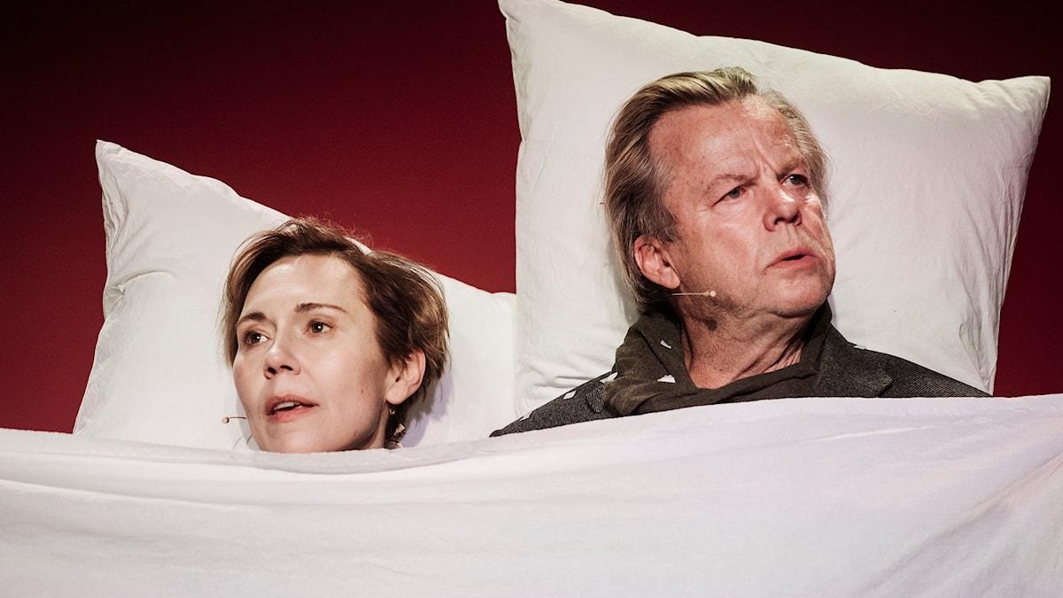 Jessica Liedberg och Krister Henriksson som Ester Nilsson och Hugo Rask.