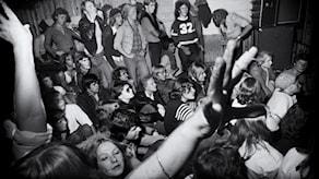 Publiken när Sex Pistols spelade på Club Zebra 1977.