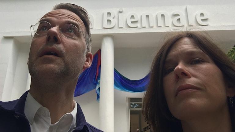 Kulturredaktionens konstkritiker Mårten Arndtzén och Cecilia Blomberg.