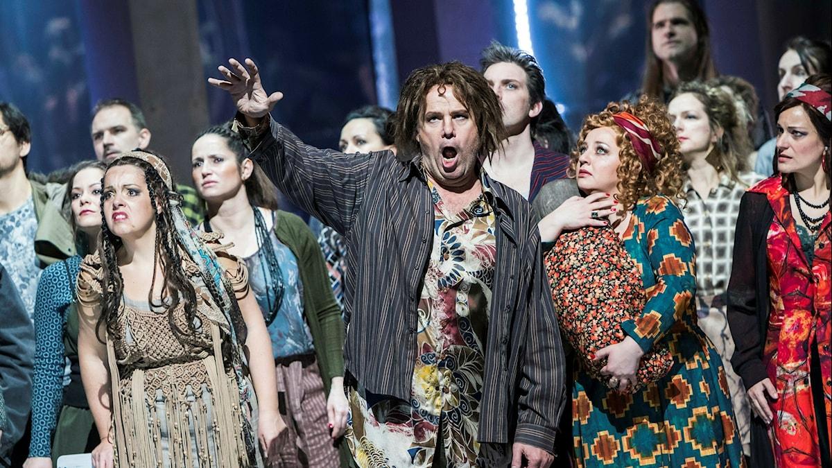 Operasångare i Porgy and Bess på ungerska statsoperan.
