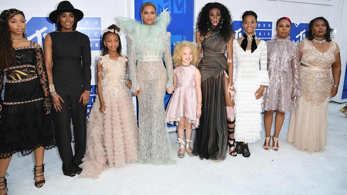 Beyoncé och gäster kommer till VMA-galan i New York.