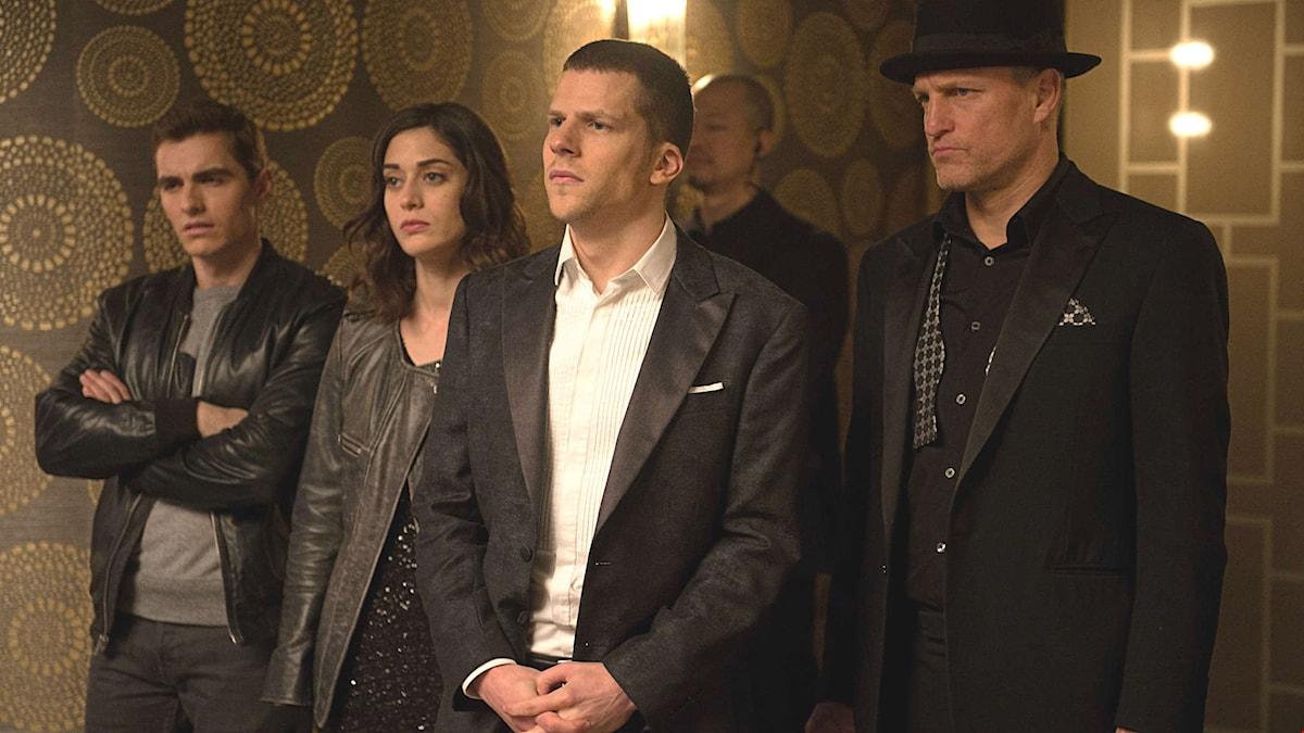 Jack Wilder, Lizzy Caplan, Jesse Eisenberg och Woody Harrelson tar itu med den digitala brottsligeheten i Now You See Me 2.