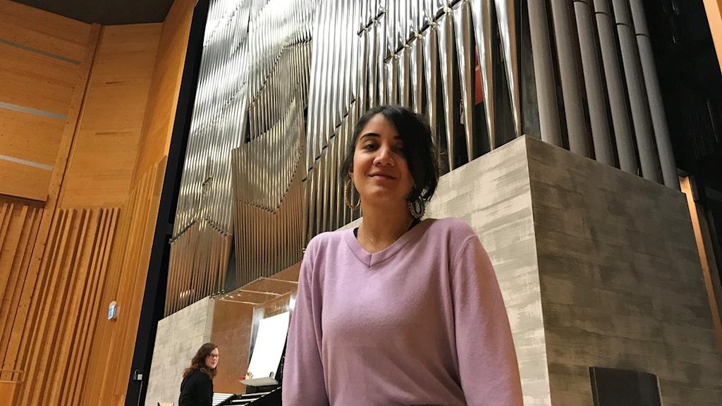 Vivian Caccuri vid Studio Acusticums orgel, Piteå.
