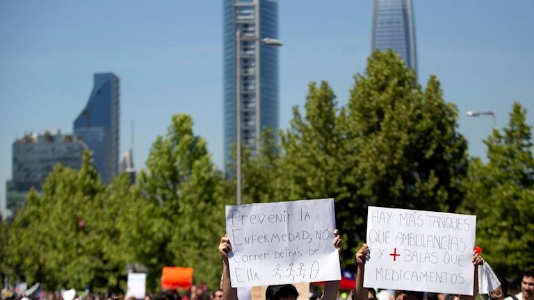 Protesterna i Santiago och på flera andra håll i Chile fortsätter.
