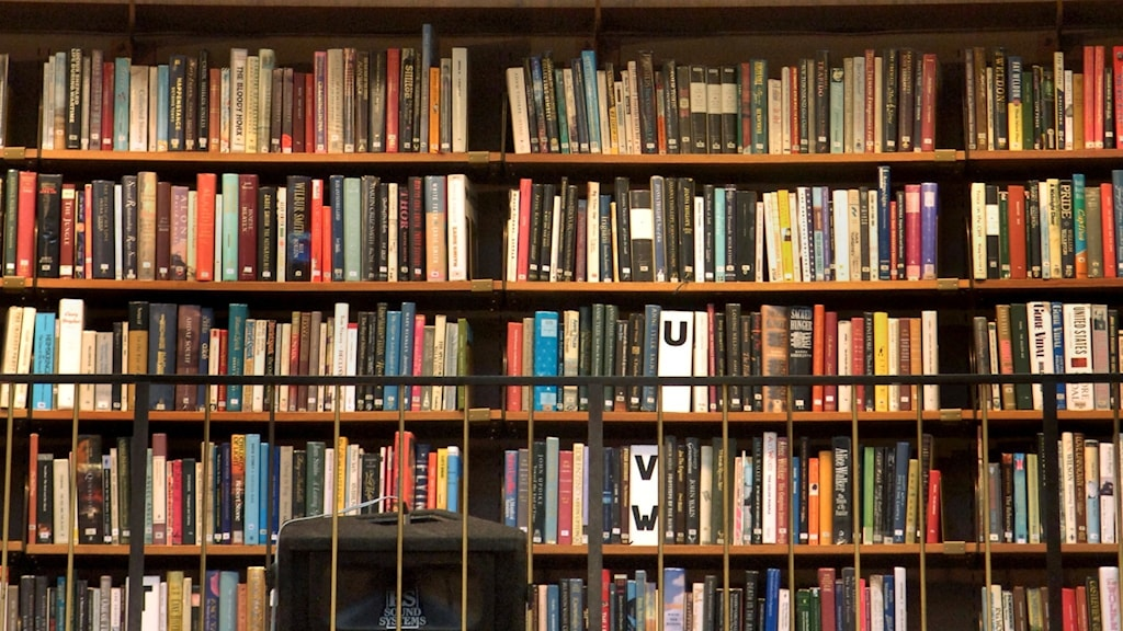 Böcker på ett bibliotek