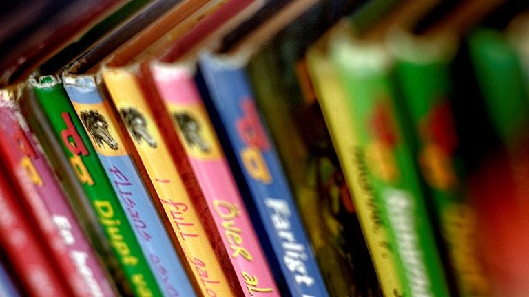 Böcker på skolbibliotek.