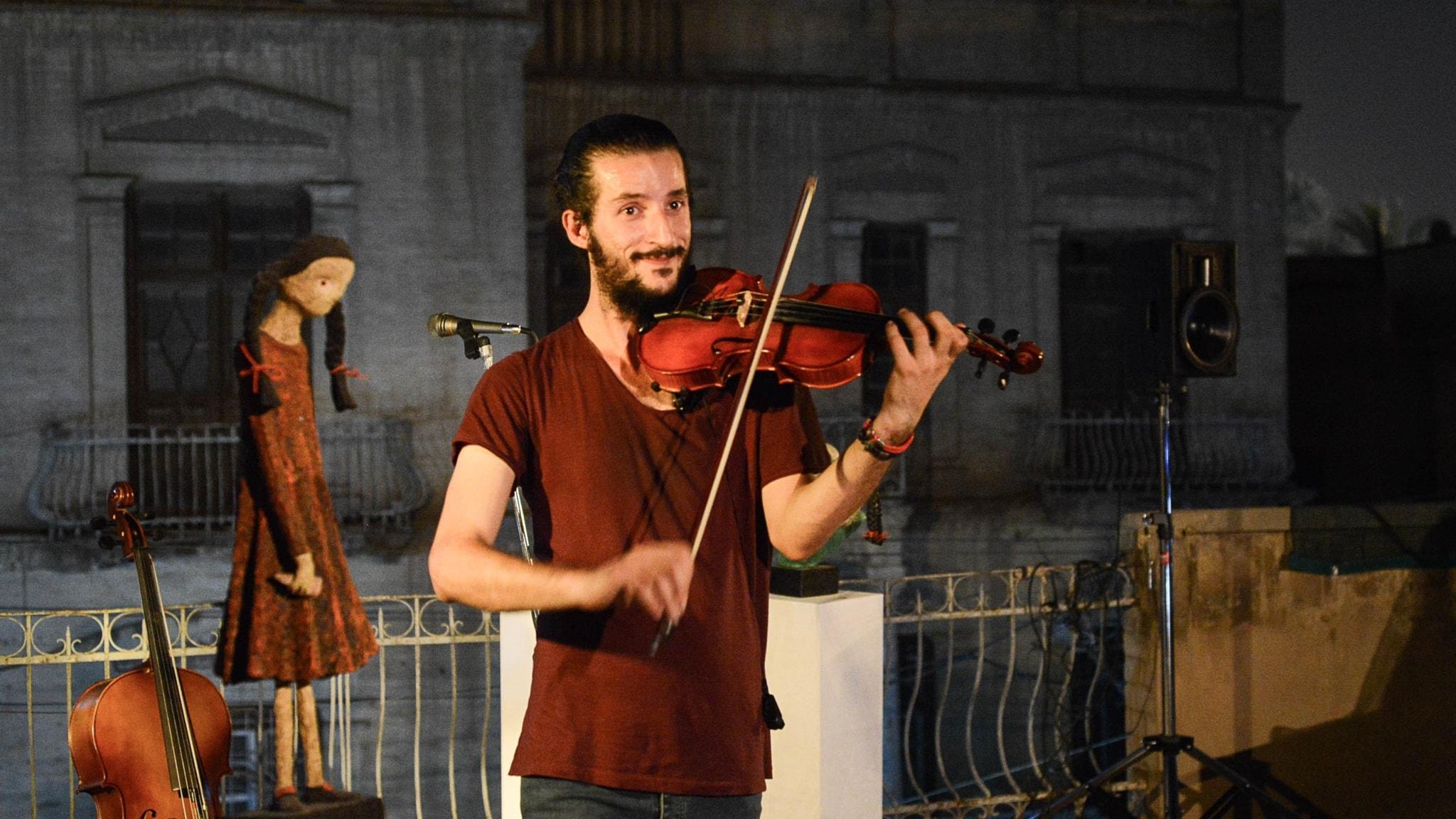 Musikern Amin Moqdad har konsert i Bagdad. Han brukade spela i sin hemstad Mosul när IS styrde där och vill nu återvända för att starta en orkester