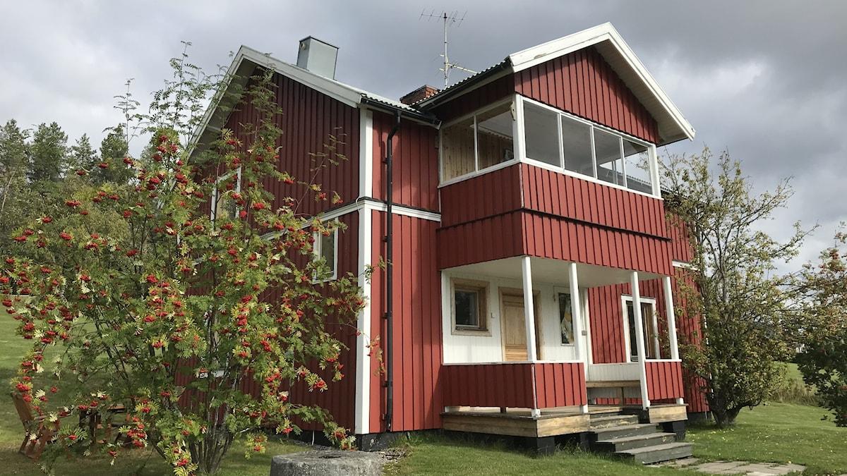Författaren Sara Lidmans hus ligger bara ett stenkast från bönhuset.