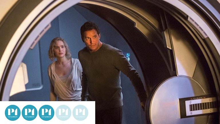Jennifer Lawrence och Chris Pratt har huvudrollerna i Passengers.