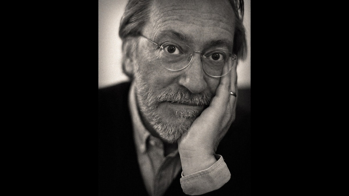 Porträtt av författaren Niklas Rådström.