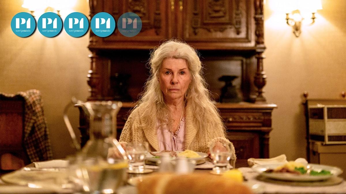 Ednas minnen börjar falla i glömska i skräckfilmen Relic.