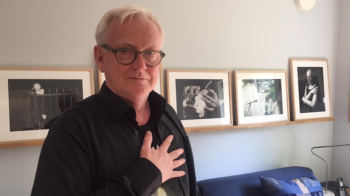 Fotografen Lars Sundestrand i sitt hem