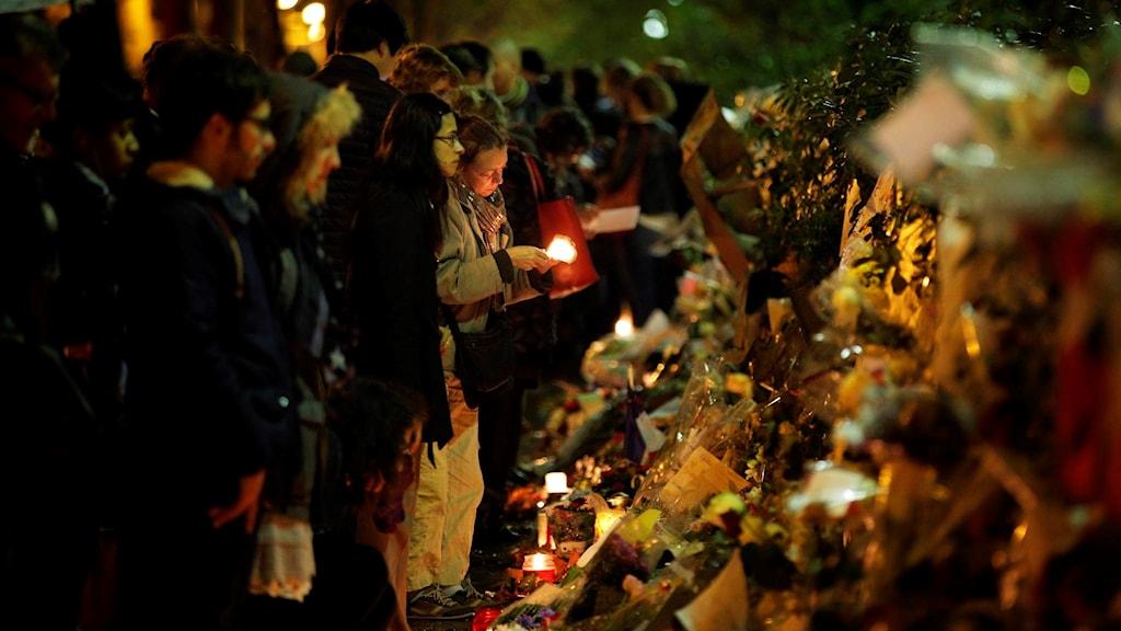 Ljus för offren utanför Bataclan i Paris, 2015