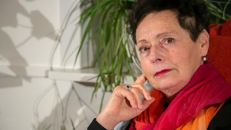 Förläggaren Dorotea Bromberg prisas i London; latinos osynliga på bioduken i USA; Wera von Essen får debutantpris