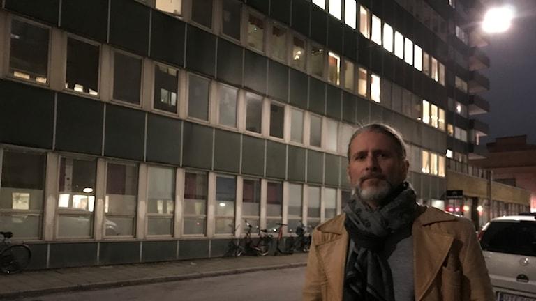 Professor Robert Saunders