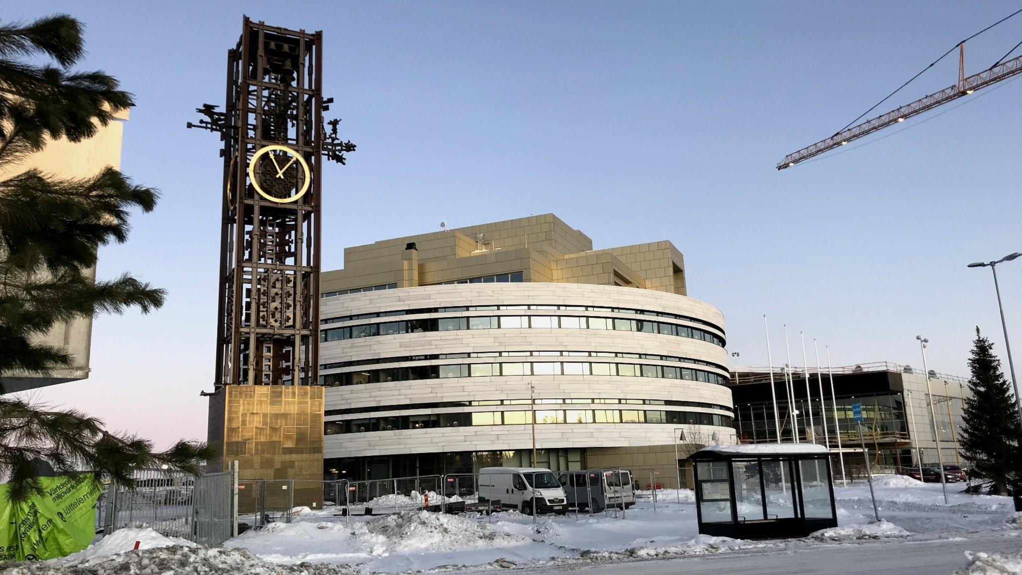 Det nya stadshuset och klocktornet i Kiruna.