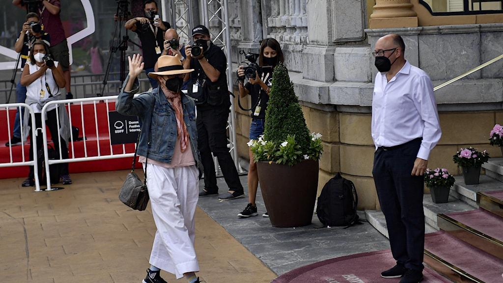 """Den amerikanska skådespelaren Gina Gershon, som medverkar i Woody Allens film """"Rifkin's festival"""" anländer till San Sebastian."""