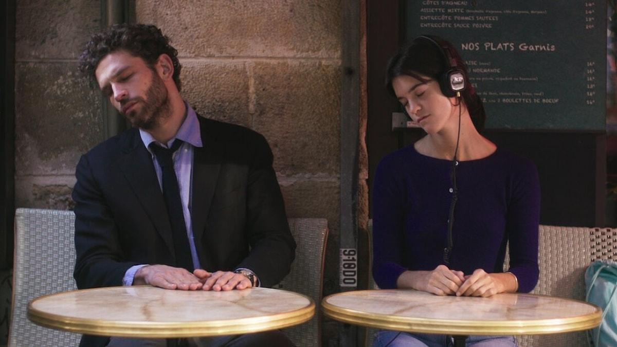 """Arnaud Valois och Suzanne Lindon i """"Spring Blossom""""."""
