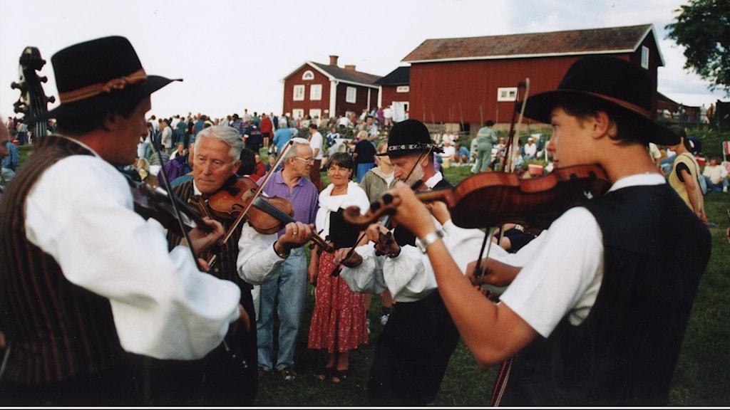 Spelmansstämma i Bingsjö i Dalarna.