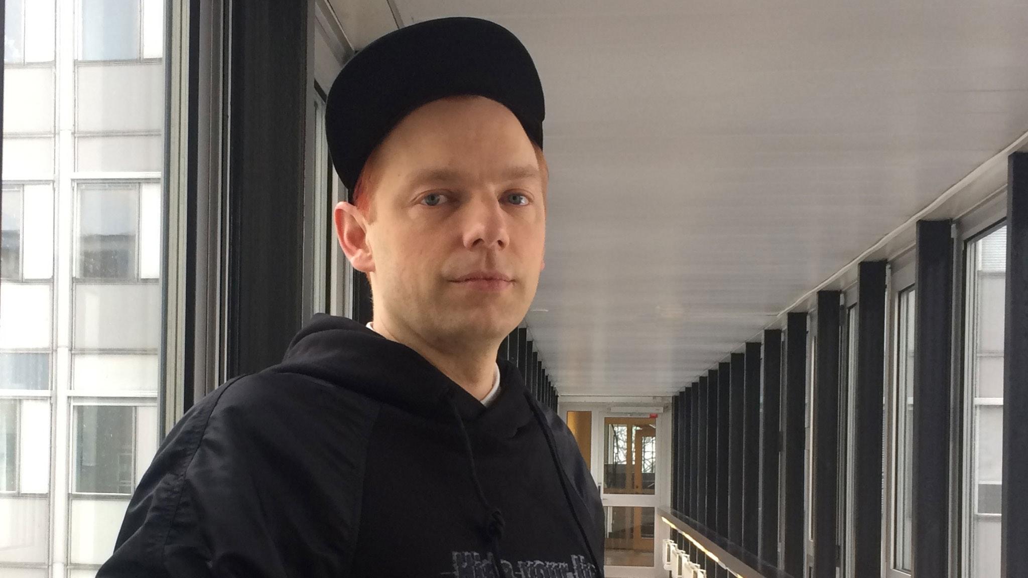 Möt Mattias Brunn: skådespelare, dramatiker och regissör och dessutom en av tre konstnärliga ledare för Folkteatern i Gävleborg