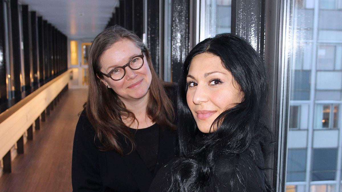 Bahar Pars och Anneli Dufva i Teaterprogrammet. Foto: Anna-Karin Ivarsson, Sveriges Radio.