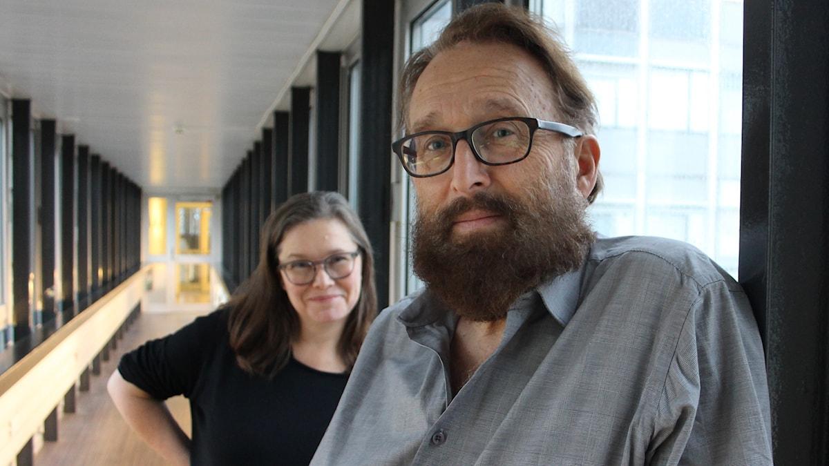 """Anneli Dufva och Philip Zandén med för tillfället """"Spelmannen på taket-skägg""""."""