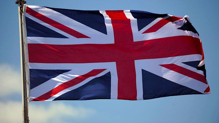 Union Jack, Storbritanniens flagga vajar på ett av marinens skepp. Simmo Simpson/CC.
