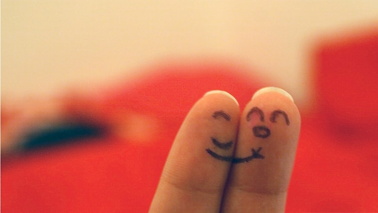 Två fingrar som kramas Foto: ganeshaisis https://flic.kr/p/7LiVrc (CC BY 2.0)