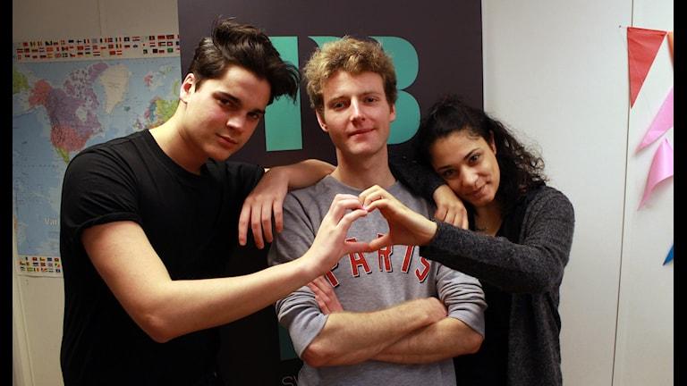 Oscar, veckans singel Erik och Farah i studion. Foto: Emma Leyman/SR