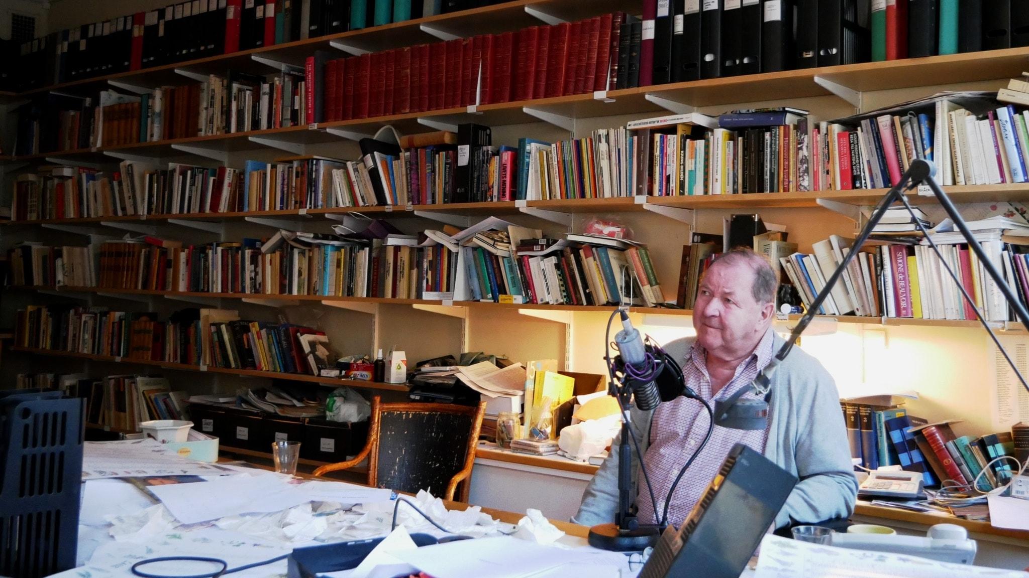 Roy Andersson på sitt kontor.