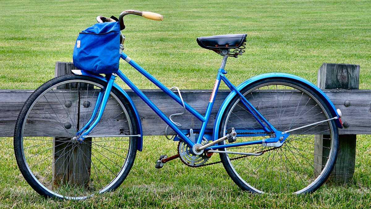 En blå cykel Foto: Scott Robinson https://flic.kr/p/3qHmx (CC BY 2.0)