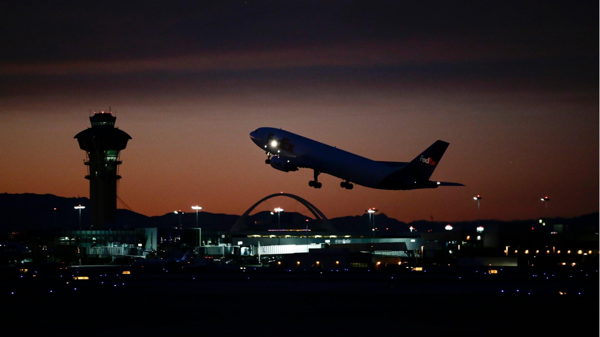 Flygplan lyfter. Foto: Jae C. Hong/AP/TT
