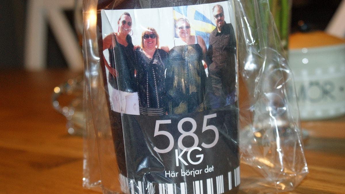 I Karlskrona väntar en flaska på att öppnas familjen tillsammans gått ner 200 kg. Foto: Ann-Sofie Gustafsson.