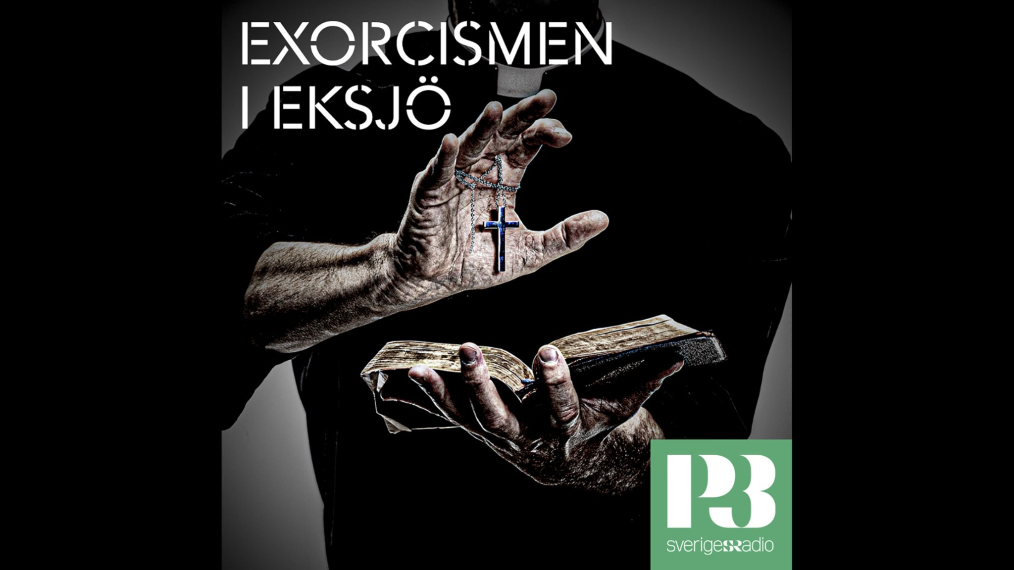 Ett par händer håller en öppen bibel och ett krucifix.