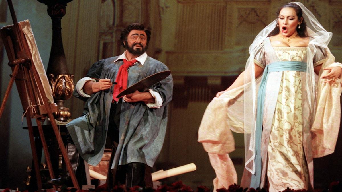 Luciano Pavarotti och Ines Salazar som Cavaradossi och Tosca från en uppsättning av operan i Rom.