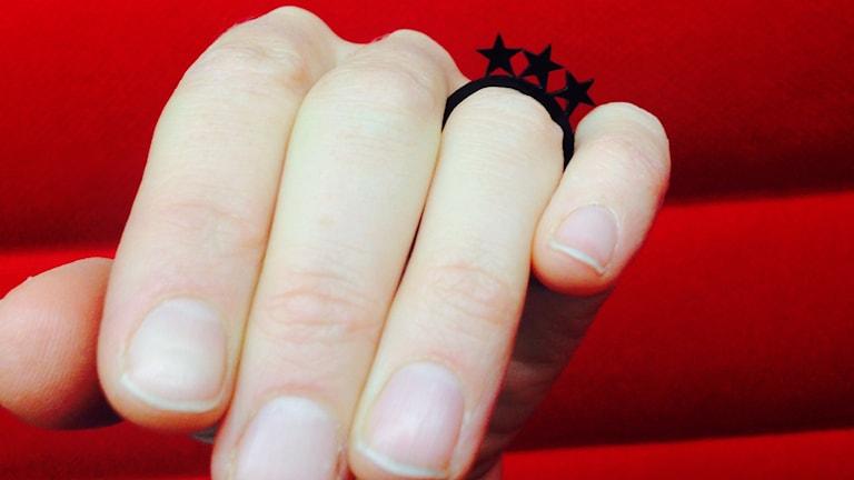 pyytää kättä, sormus, ring, hand, käsi,