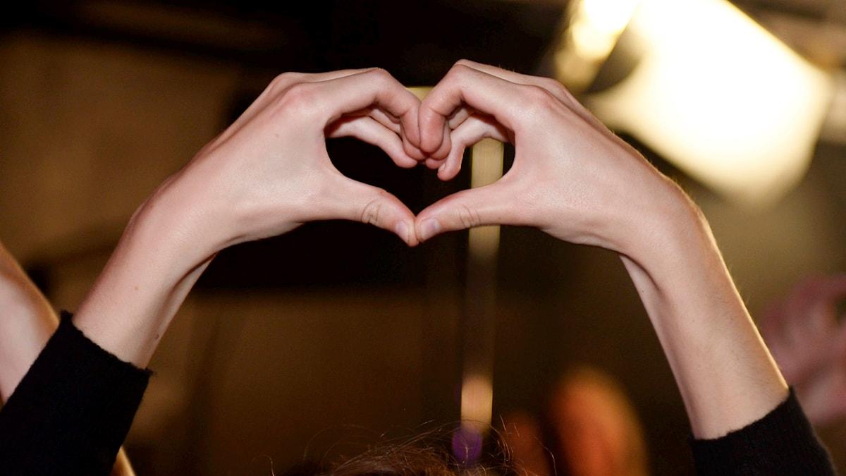 Käsillä muodostettu sydän
